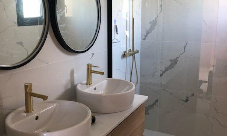 Salle de bains d'une maison proche de Clermont-Ferrand à Cournon dans le Puy De Dôme 63